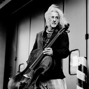 Misha Maisky holding his cello.